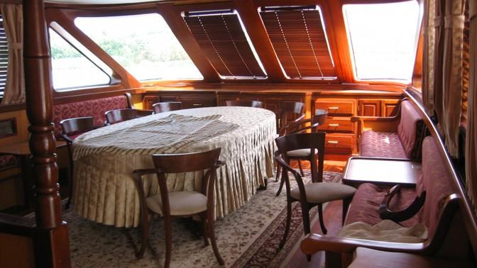 Яхта Millenium в Ростове-на-Дону