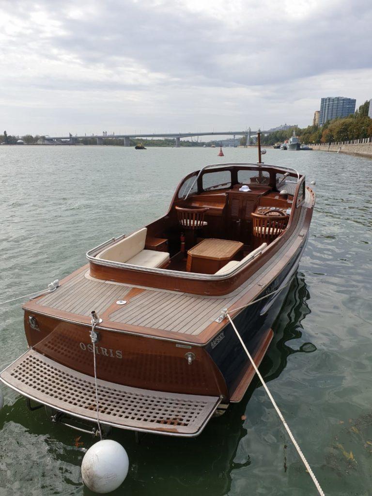 Яхта Rapsody в Ростове-на-Дону
